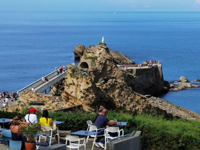 Le Rocher de la Vierge in Biarritz