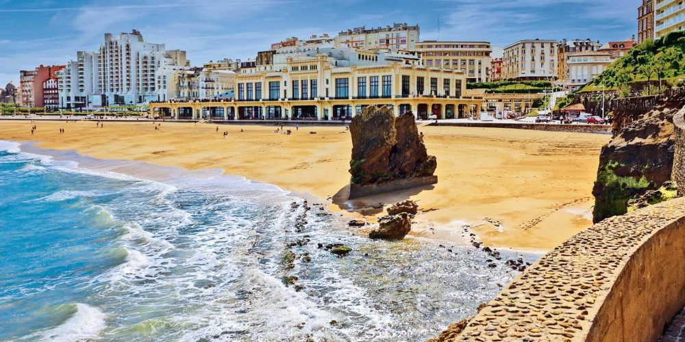 Obligatory masks wearing in Biarritz and closed beaches